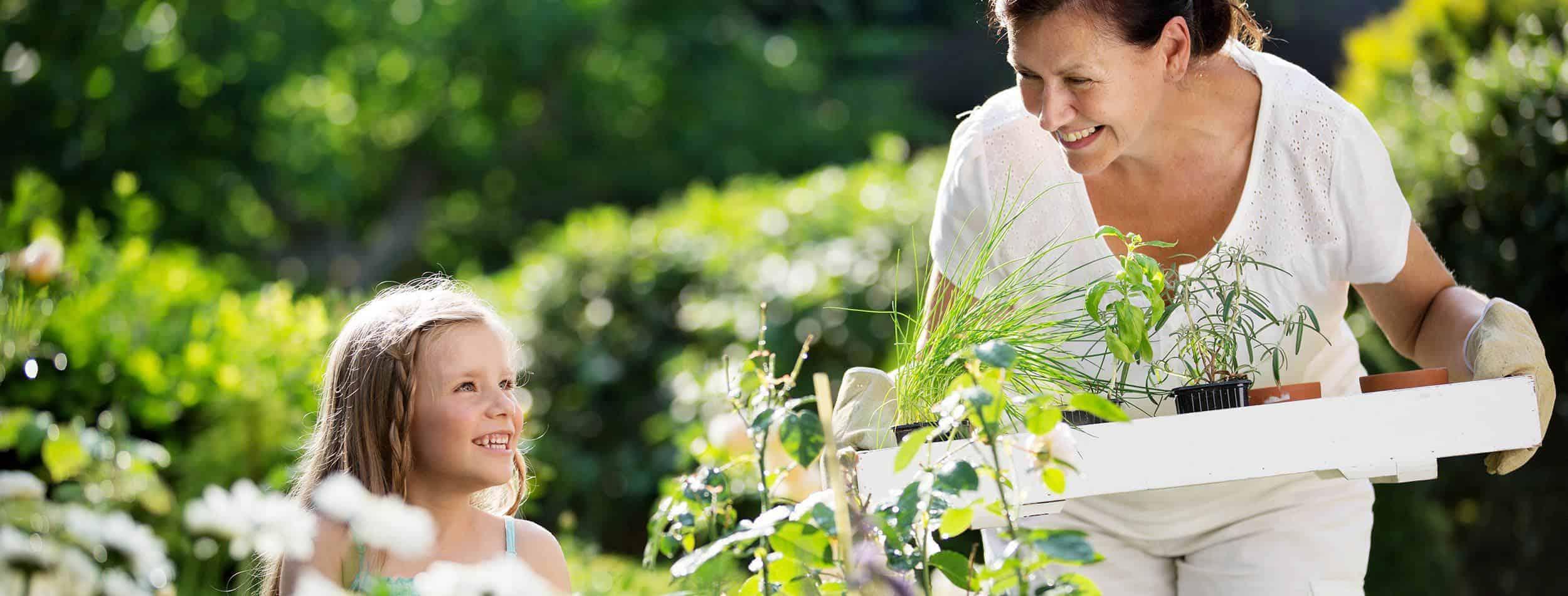 frau-mit-kind-bepflanzungen